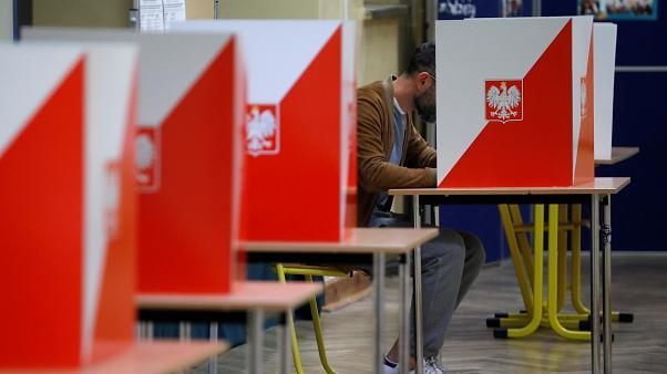 Само СДСМ сака гласање во Европа: И Полска ги одложи изборите