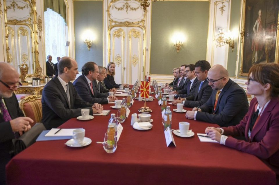 Пендаровски: Очекуваме датум за преговори, не постои друга алтернатива за државата