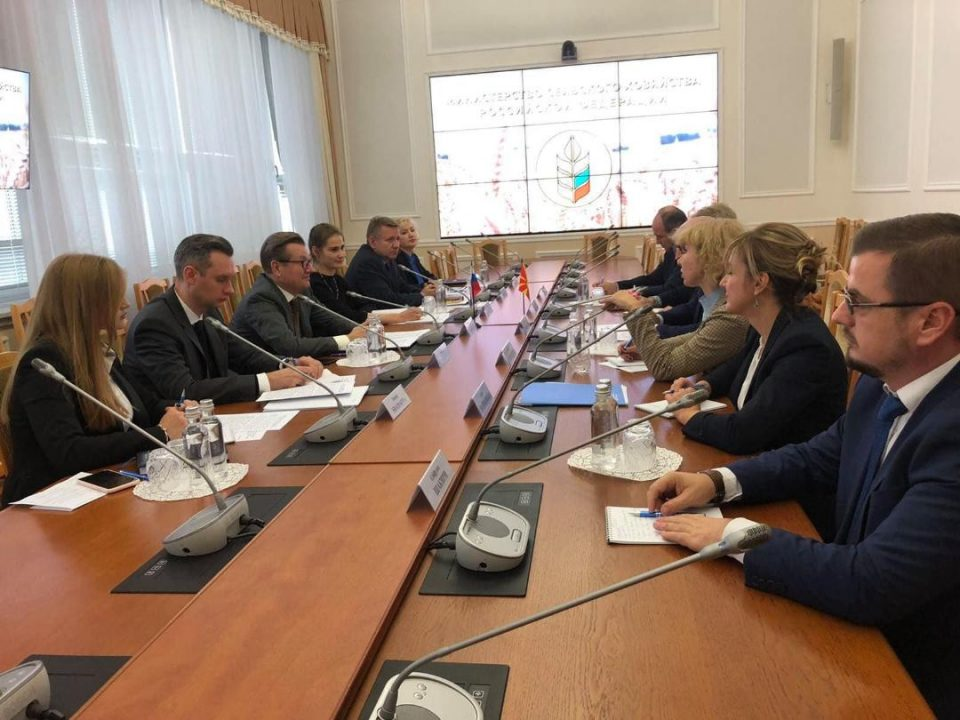 Македонија и Русија заеднички ќе работат на зголемување на трговската размена