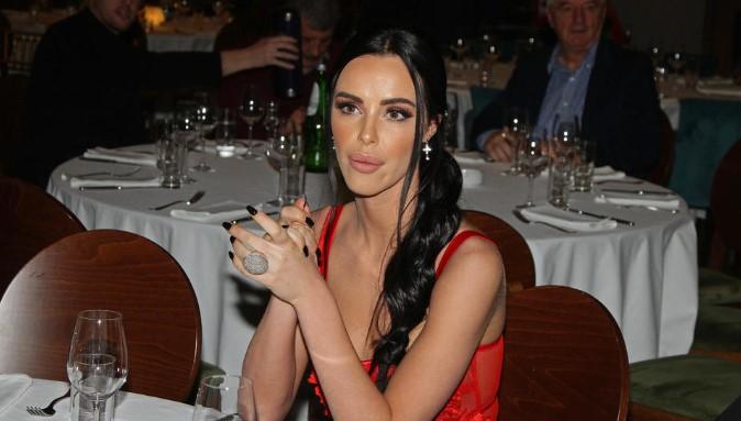 Анастасија негодува: Скапиот прстен, Цеца наместо на ќерката ќе го даде на новата снаа (ФОТО)
