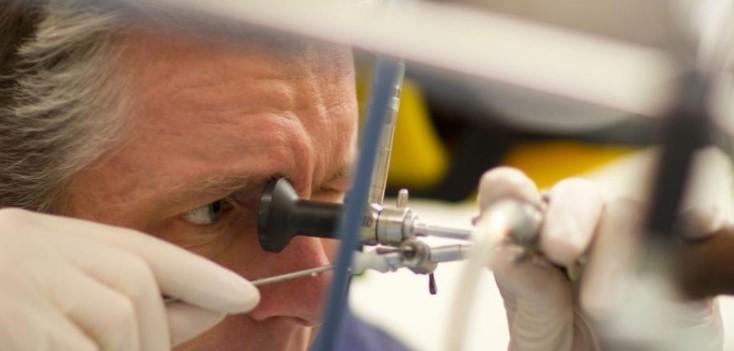Ги спремал за продажба: Хирург им ги вадел тестисите на пациентите