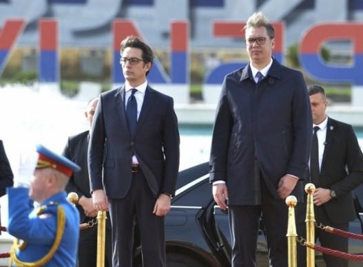 По излегувањето од болница Вучиќ го пречека Пендаровски (ФОТО)