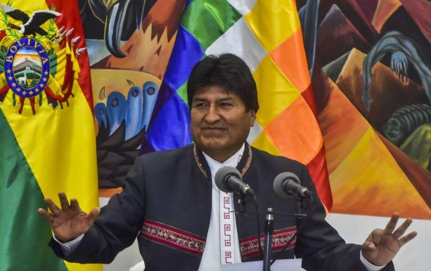 Ево Моралес го прифати азилот и замина во Мексико