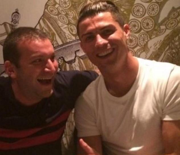 Знае да се и да се опушти: Роналдо обожува босански бурек (ФОТО)
