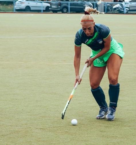 Хокејот е нејзина страст: Андреја знае како треба со задникот и палката (ФОТО)