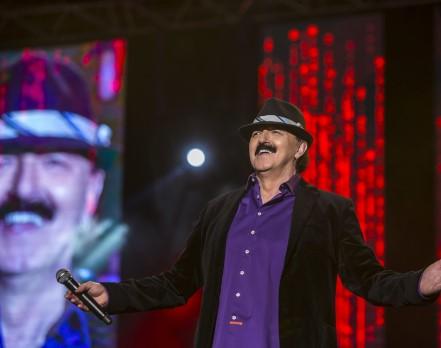 """Им остана уште викендот за пијанчење: Од понеделник во СДСМ ќе се пее """"И тебе сам сит кафано"""" од Харис Џиновиќ"""