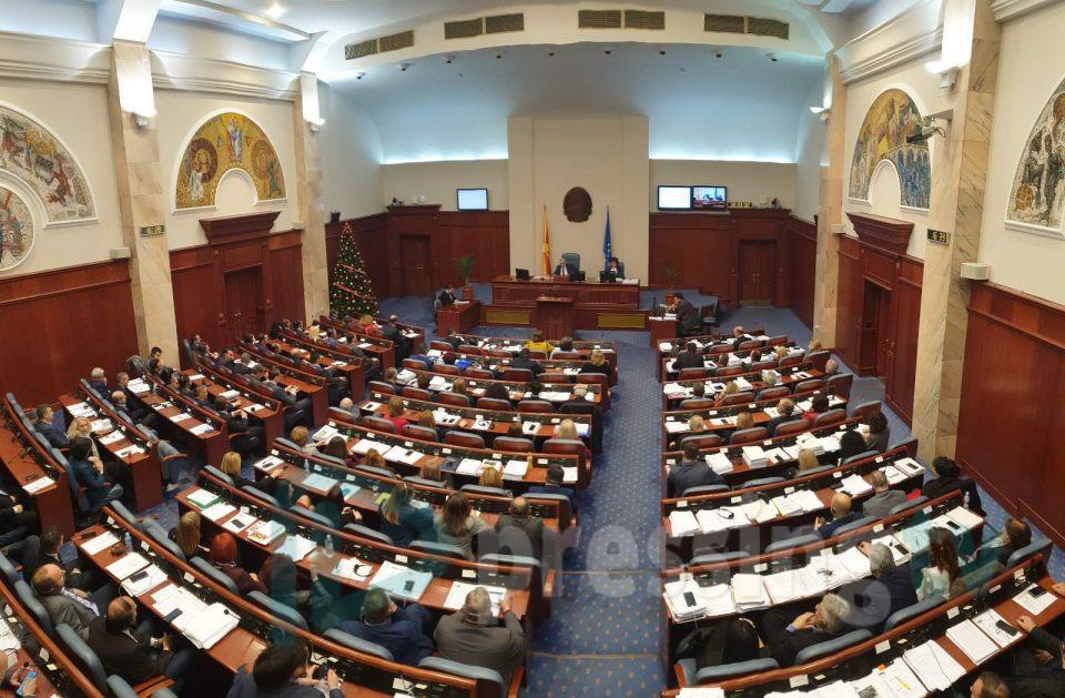 На власта и се брза Собранието да ги озакони уредбите: Само Уставниот суд и никој друг може да ги врати пратениците