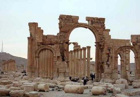 Ја срушија џихадистите: Русите ќе ја обвновуваат Триумфалната порта во Палмира
