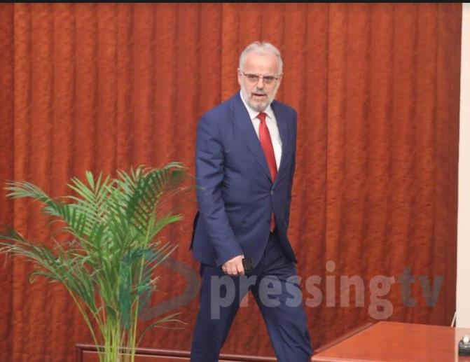 ВМРО-ДПМНЕ со кривична за Џафери и пратениците со скафандери (ВИДЕО)
