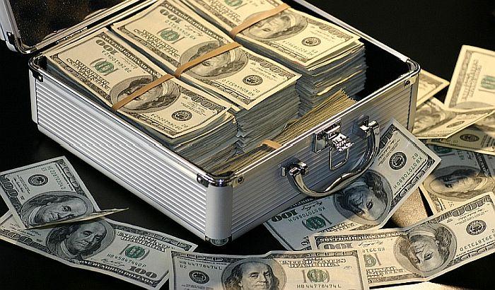 Богатите  ги повлекуваат парите  од швајцарските банки