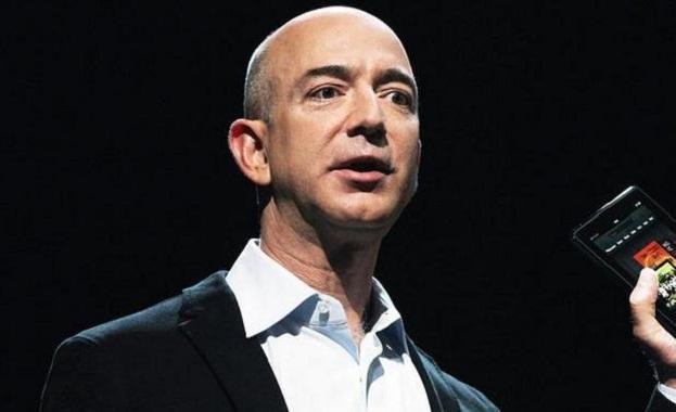 Џеф Безос продаде акции на Амазон за 1,8 милијарди долари