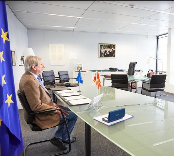 Иако веќе не е комесар за проширување, Хан уште се плетка со Македонија