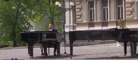 Има разлика: Шилегов со Лепи Џони, Србите со Жељко Јоксимовиќ (ВИДЕО)
