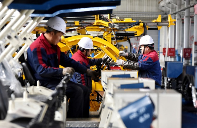 Ако недела е неработен ден, работодавачите најавуваат намалување на платите и бројот на вработени