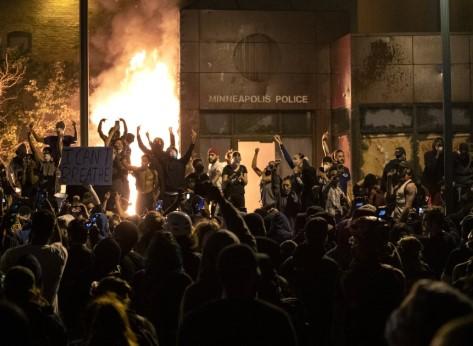 САД ја активираат војската по нередите во Минеаполис