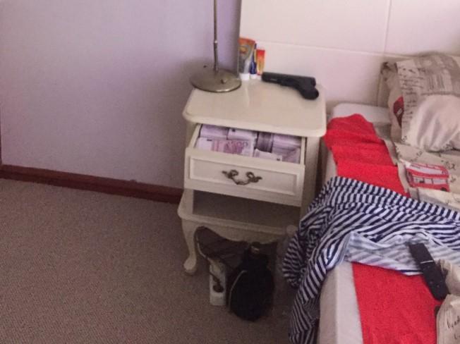 Бугарските медиуми со нови детали: Борисов спие во туѓа спална соба (ФОТО)