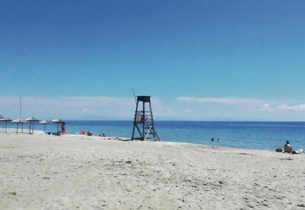 Како е во Паралија: Плажите пусти, гиро 3 евра, газдите на апартмани им мерат темпаратура на гостите