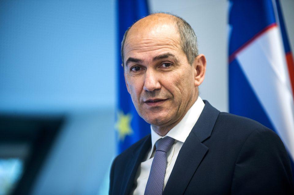 По критиките кон Јанша, словенечката Влада го запре финансирањето на новинската агенција СТА