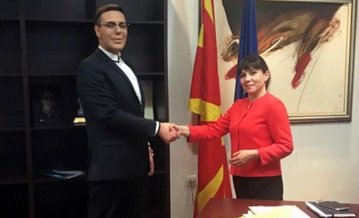 Мила Царовска прва му честитала на Боки за формирањето на Меѓународниот сојуз