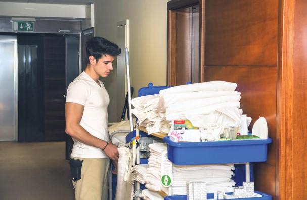 Апартманите во Грција сами ќе си ги чистиме
