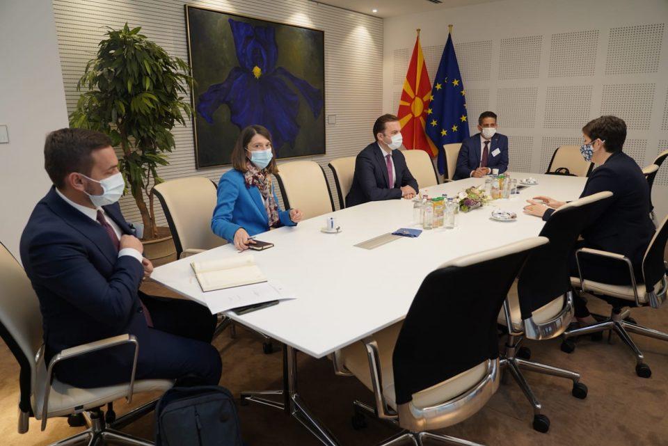 Османи на интензивни средби во Брисел: Очекувам навремено усвојување на преговарачката рамка