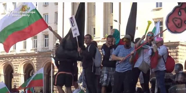 Протестите против Борисов запреа поради влошувањето на корона кризата