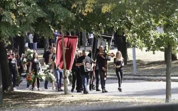 Српскиот криминалец погребан во гробница од 25.000 евра (ФОТО)