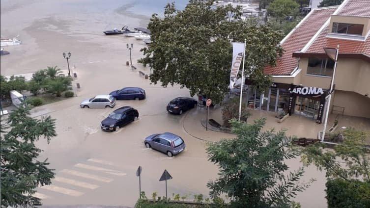 Невреме во Црна Гора: Котор, Тиват и Цетиње се под вода