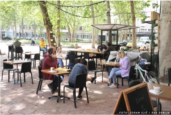 Се отворија терасите на кафулињата и рестораните, ќе работат до 20 и 30 часот