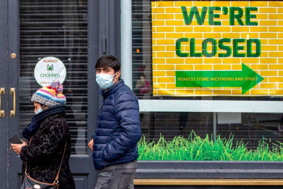 """Европа пред """"затварање"""": Меркел предупреди дека не може вака да се продолжи, Франција очекува и по 100 илјади заболени во еден ден"""