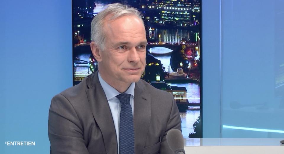 Бертранд Левра, директор на најголемиот болнички комплекс во Швајцарија: Вирусот не се шири сам, ние го шириме