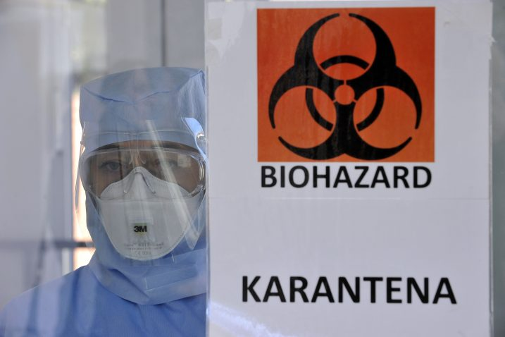 Докторка од Хрватска објаснува како и поминува работната смена: Кој не верува во вирусот, нека дојде и нека се увери