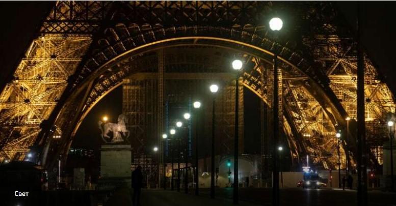 Две муслиманки прободени со нож под Ајфеловата кула во Париз