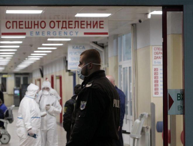Маските на отворено од денеска се задолжителни во Бугарија при собир на повеќе лица