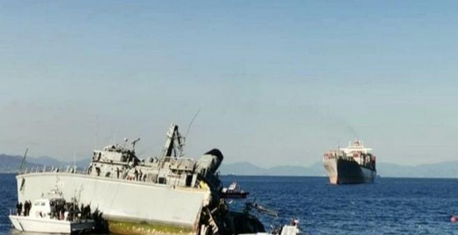 Португалски товарен брод разнесе грчки миноловец пред пристаништето во Пиреа (ВИДЕО)
