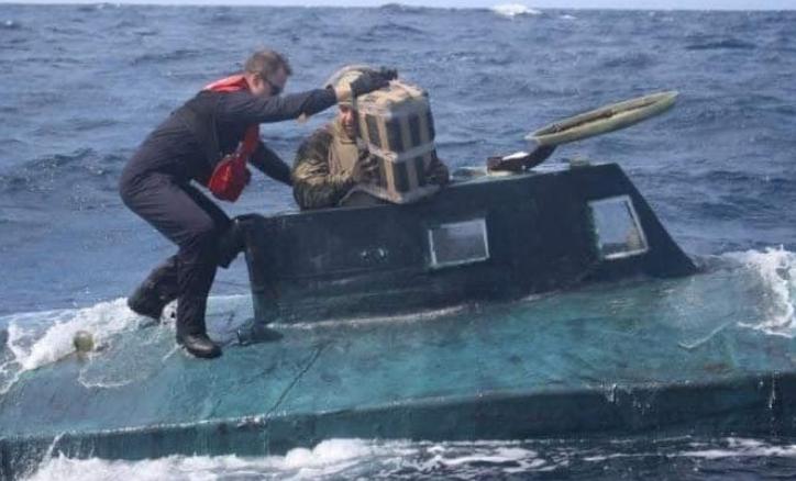 Колумбиските поморски сили фатија мини-подморница со два тона кокаин