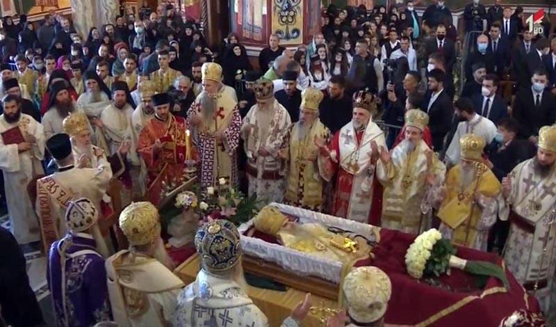 Лидерите на СПЦ позитивни на коронавирус откако присуствуваа на погребот на Амфилохије