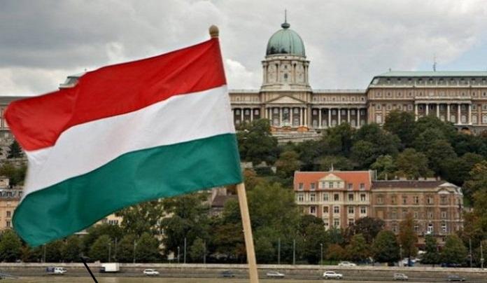 Унгарија: Вонредна состојба уште 90 дена, бројот на новозаразени расте