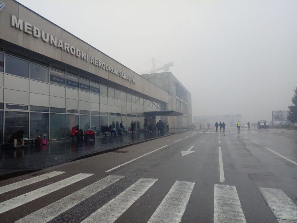 Аеродромот во Сараево блокиран поради густа магла