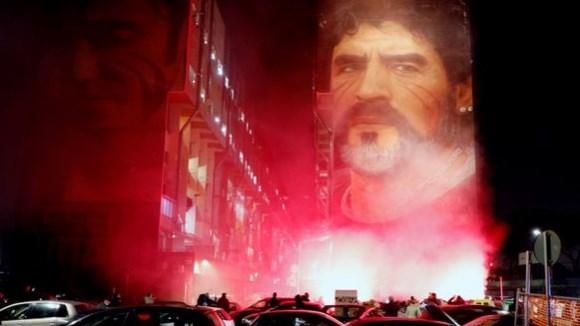 Не плачи по мене Аргентино: Ликот на Марадона се појави на небото (ВИДЕО)