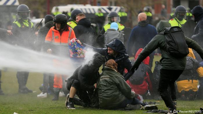 Протести во Холандија поради заострените мерки за сузбивање на коронавирусот