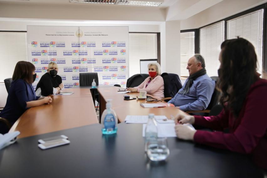 Царовска на средба со СОНК: Реформите во образованието се нужни, а синдикатот е важен парнер во носењето на новата концепција