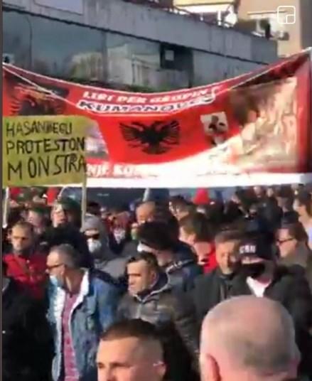 """Низ центарот на Скопје се скандираше """"УЧК"""" и Шкиперија етнике"""""""