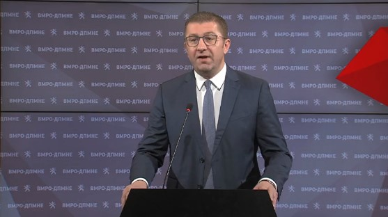 Дали може да се случи едно лице дадиктира повеќе матични броеви, без дадокаже дека тие се резиденти наМакедонија, праша Мицкоски