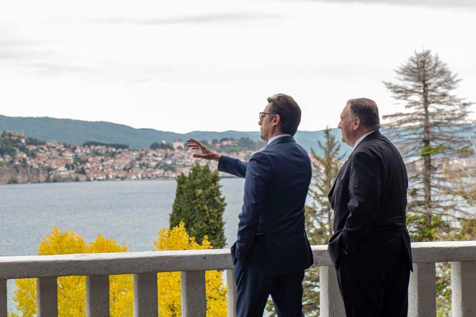 Апел од екологистите до Пендаровски: Итно да се донесе наредба за забрана на урбана и крајбрежна трансформација во Охридскиот регион