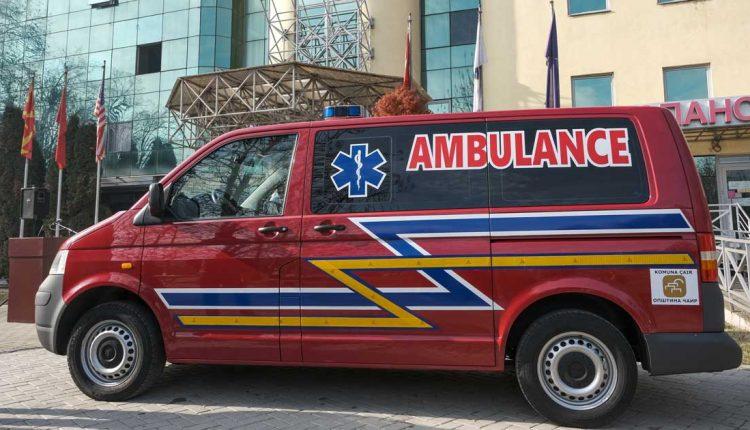 Наместо новогодишни украси, Општина Чаир донираше две амбулантни возила