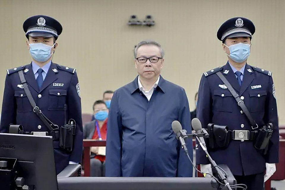 Во Кина погубен поранешен државен функционер поради примање мито