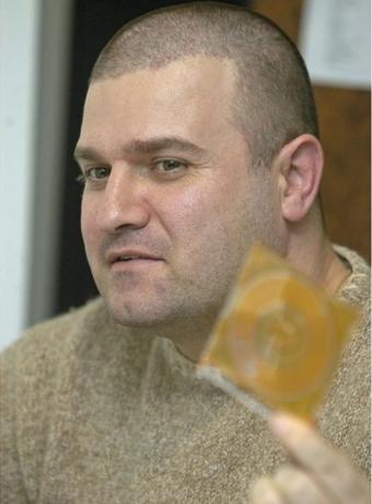 Тензично во Кривичен-Новинарот Зоран Божиновски не сака рочиште по тужбата од премиерот Заев без присуство на новинари