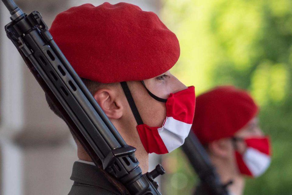 Kоронавирусот влезе во гардата на австриската војска, повеќе од 80 војници во карантин