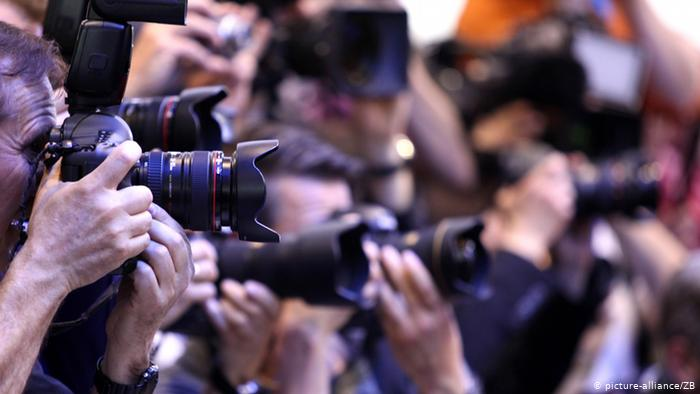 Фотографите и камерманите формираа комора за да добијат помош од Владата